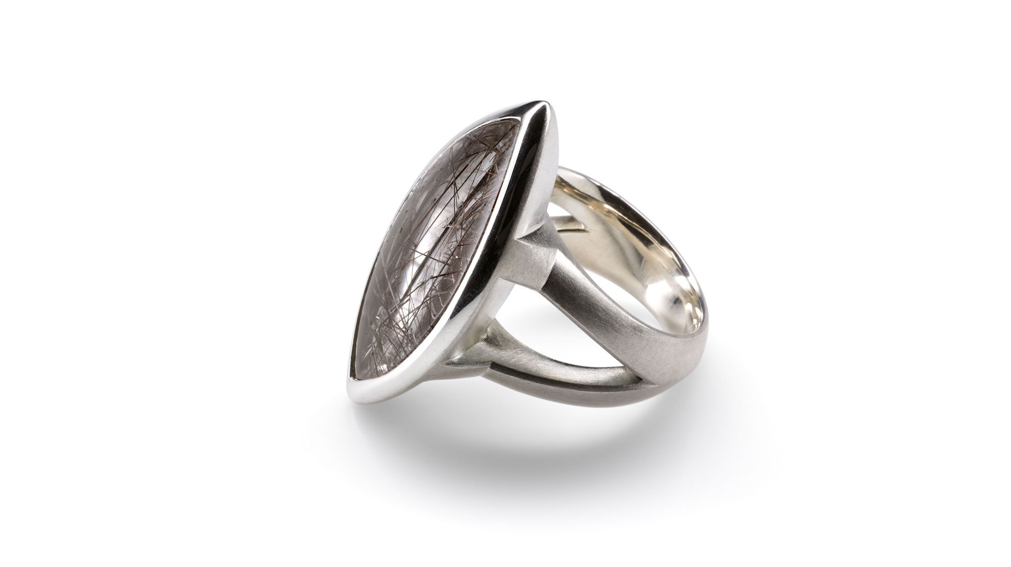 08 Ring Bergkristallnavette 925 Silber, Bergkristall mit roten Rutilnadeln