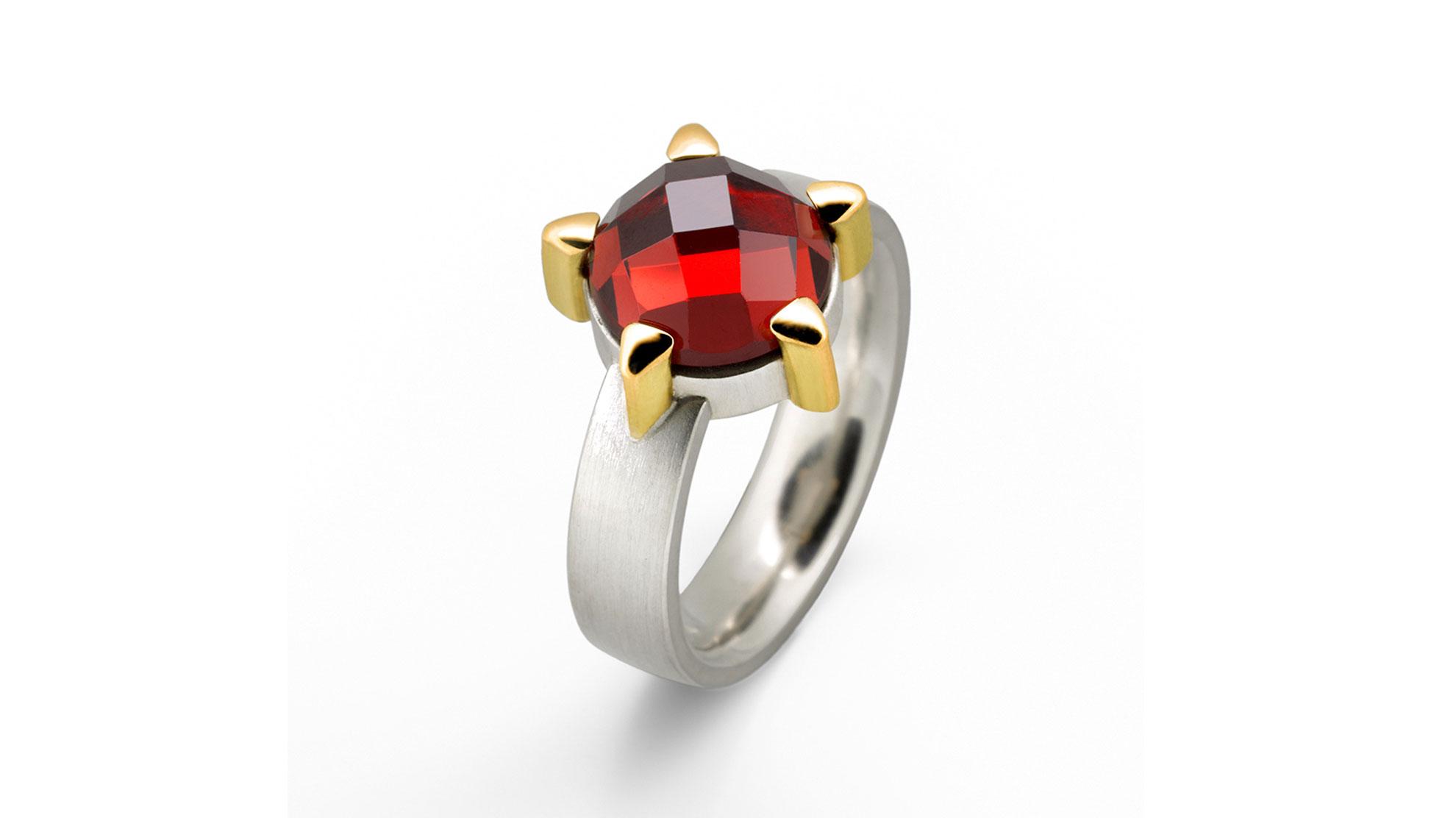 07 Ring Karfunkel 925 Silber, 750er Gelbgold mit Granatrose