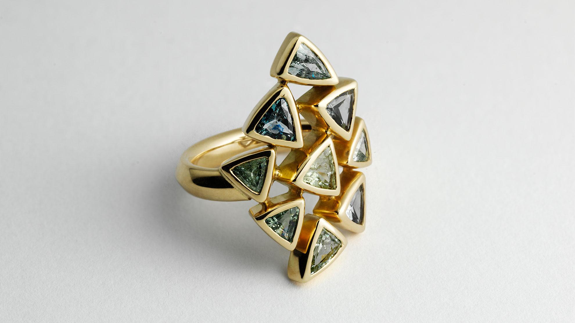 11 Ring Dreiecke 750er Gelbgold, Buntsaphire